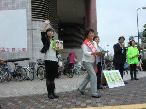 大井町駅前での、大河原まさこさん遊説。品川・生活者ネット区議の田中さやかと吉田ゆみこが応援。松原仁衆議院議員も応援にかけつけた。6月28日